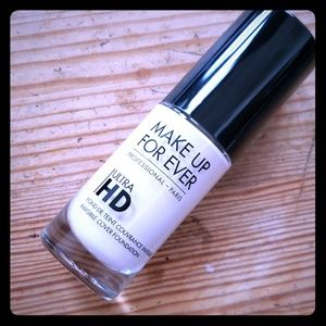 MAKE UP FOR EVER Ultra HD Foundation Y205